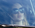 Angelina mais uma vez no transito,mas dessa vez sozinha 09.11.09 Imagem11