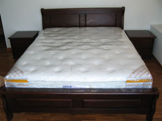 Brand new queen size Mattress + solid wood bedframe and 2 side tables Lit_0010