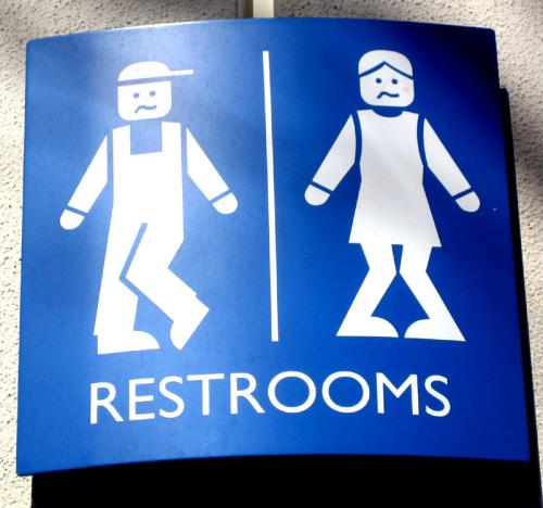 Restroom signs around the world [PIC] 90dc9810