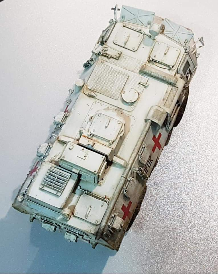 Vab sanitaire au 1/35 ( Heller, Blast models, Azimut, Star Decals ) Fb_img51