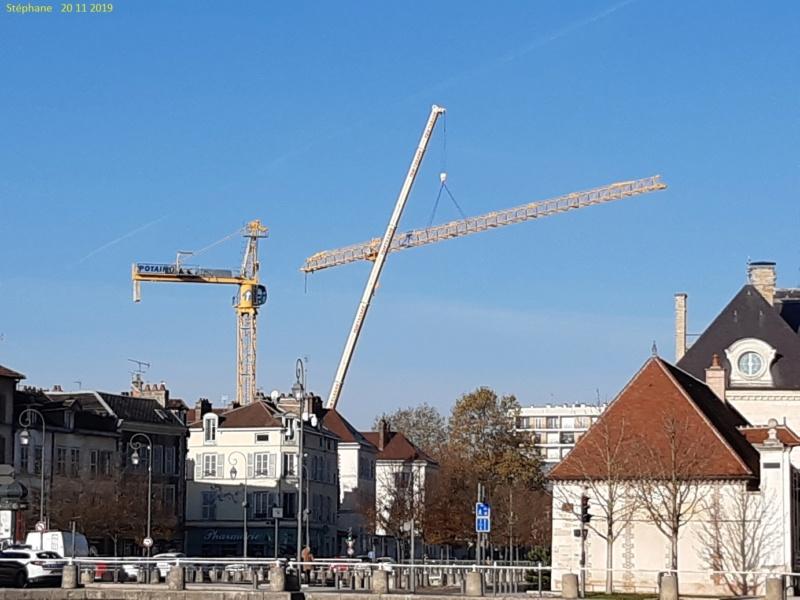 Montage d'une grue à flèche treillis à Troyes 20191122