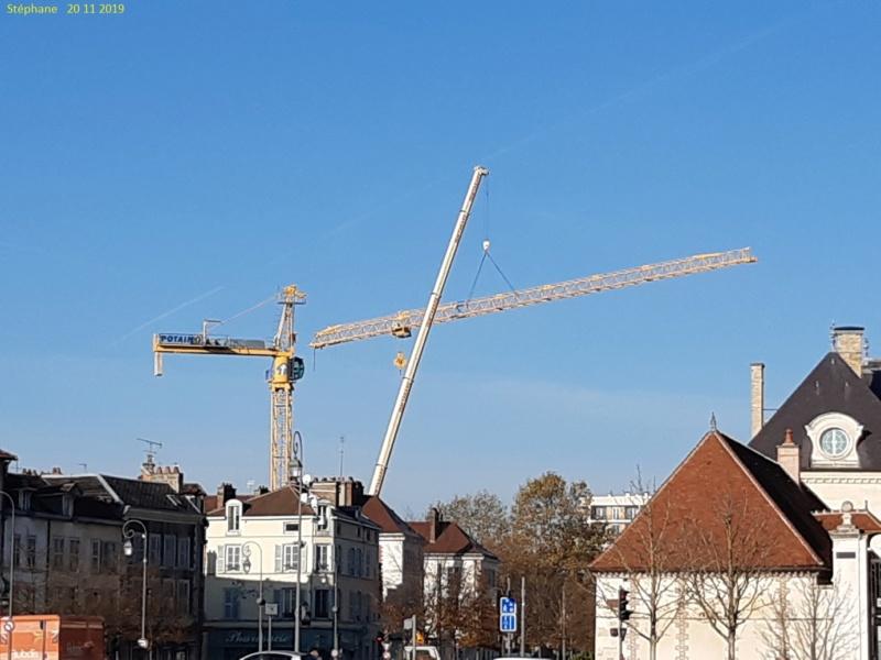 Montage d'une grue à flèche treillis à Troyes 20191123