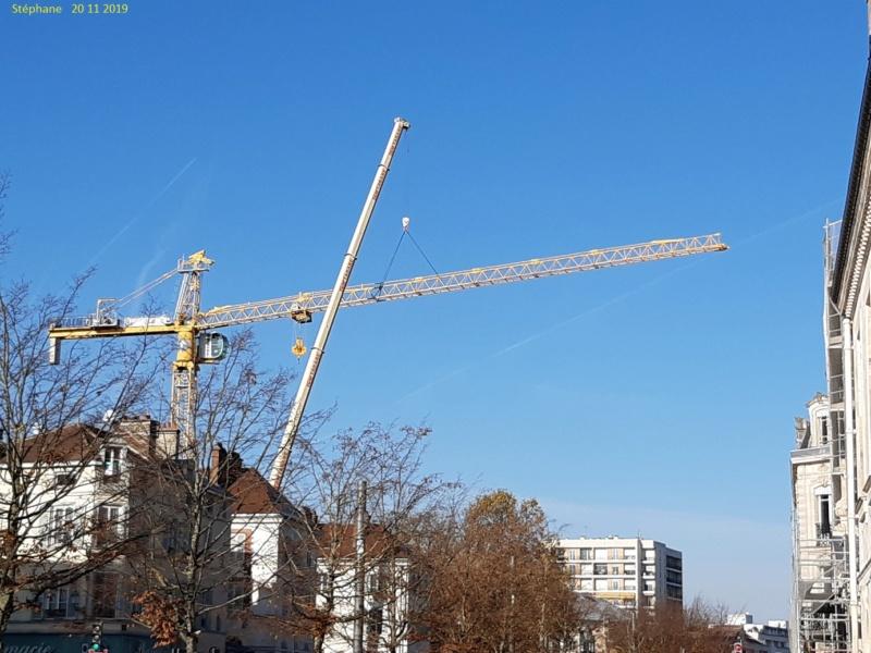Montage d'une grue à flèche treillis à Troyes 20191125