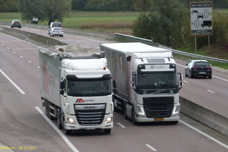 Photos avec plusieurs camions - Page 40 P1480357