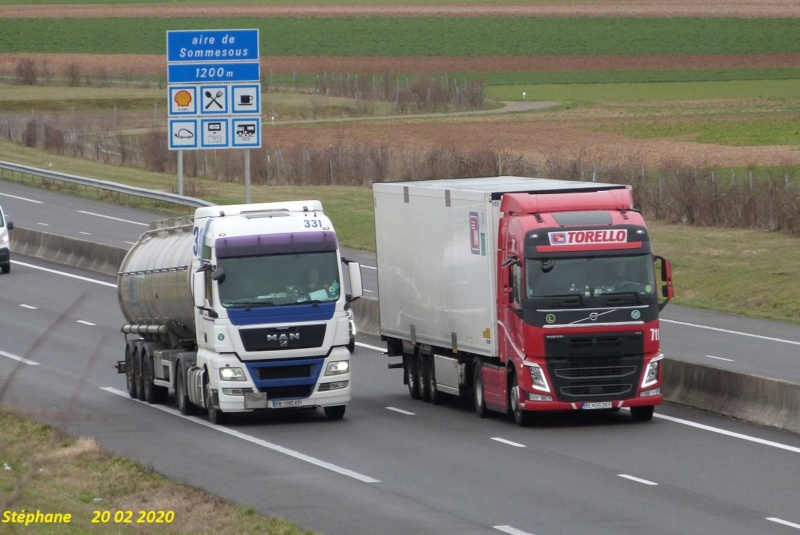 Photos avec plusieurs camions - Page 42 P1500087