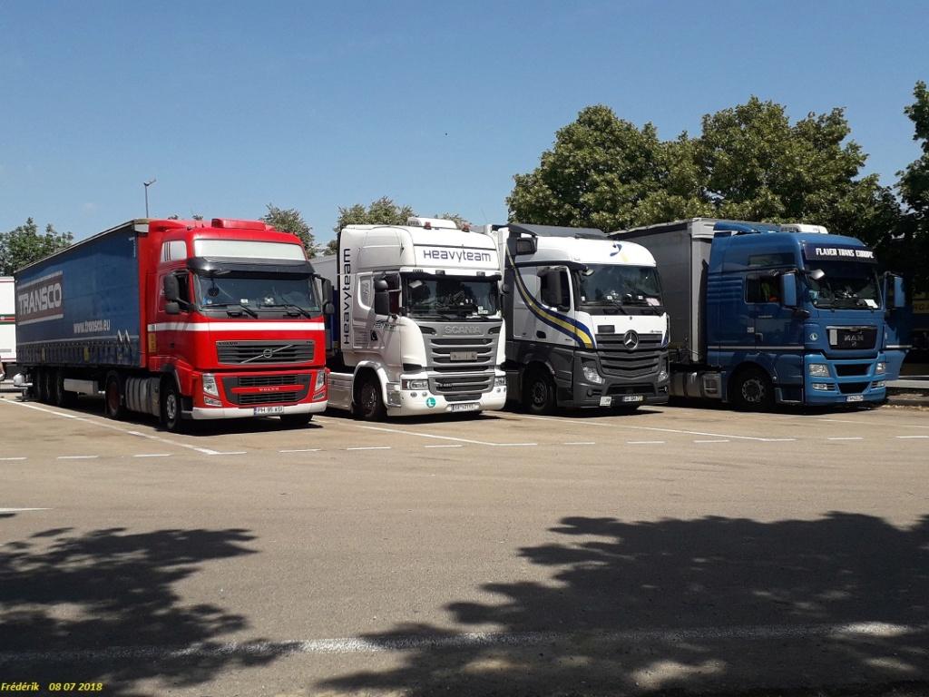 Photos avec plusieurs camions - Page 36 Receiv32