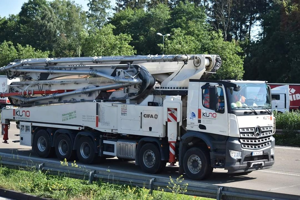 Pompes a beton + Camions malaxeur (Camions Toupie) - Page 5 Smart332