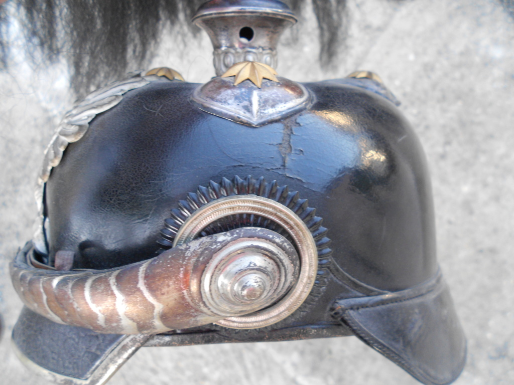 casque à pointe officier prussien avec haarbuch Dscn0093
