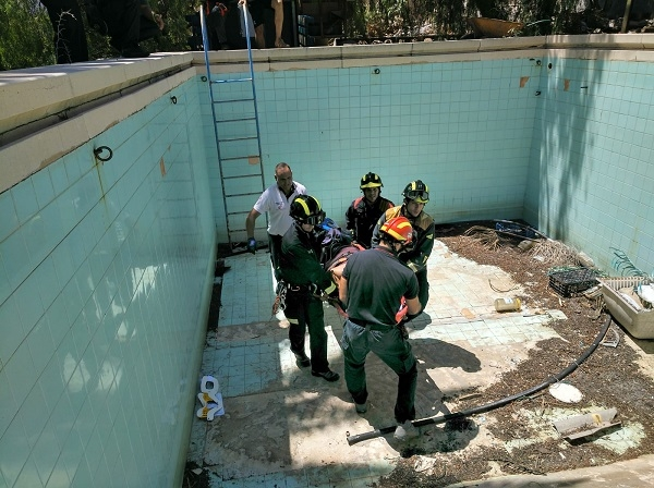 Rescue from an empty pool. 50981-10