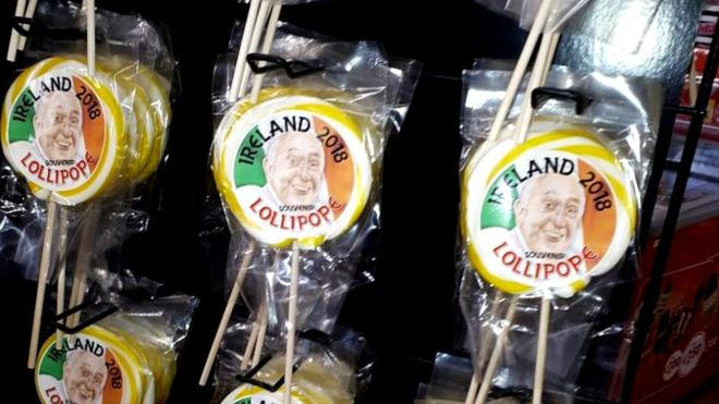"""Pope in Ireland: From """"Lollipopes"""" to Bunting. _1030410"""