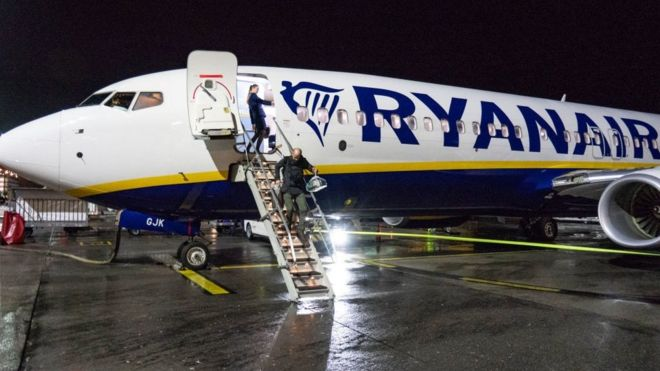 Ryanair issues profit warning as fares fall _1052310