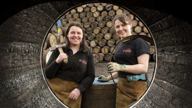 Female whisky apprentices aim to master ancient craft _1058710