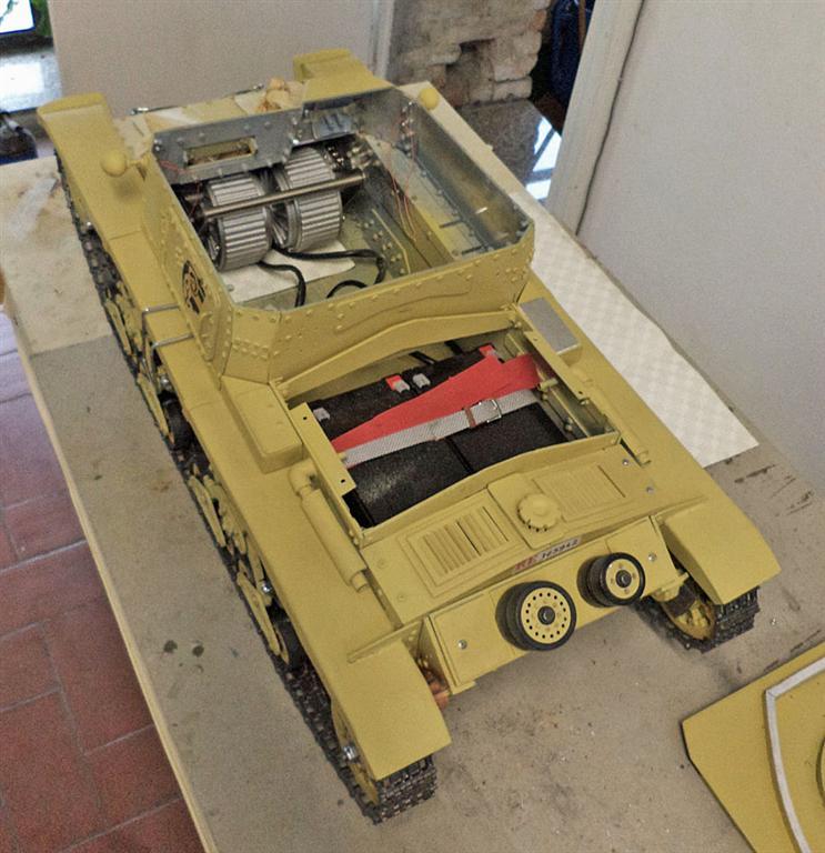 Carro italiano M13/40 scala 1:6 12680610