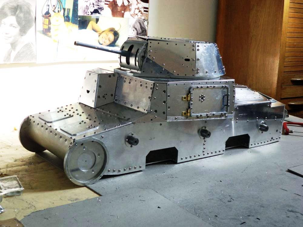 Carro italiano M13/40 scala 1:6 28017910