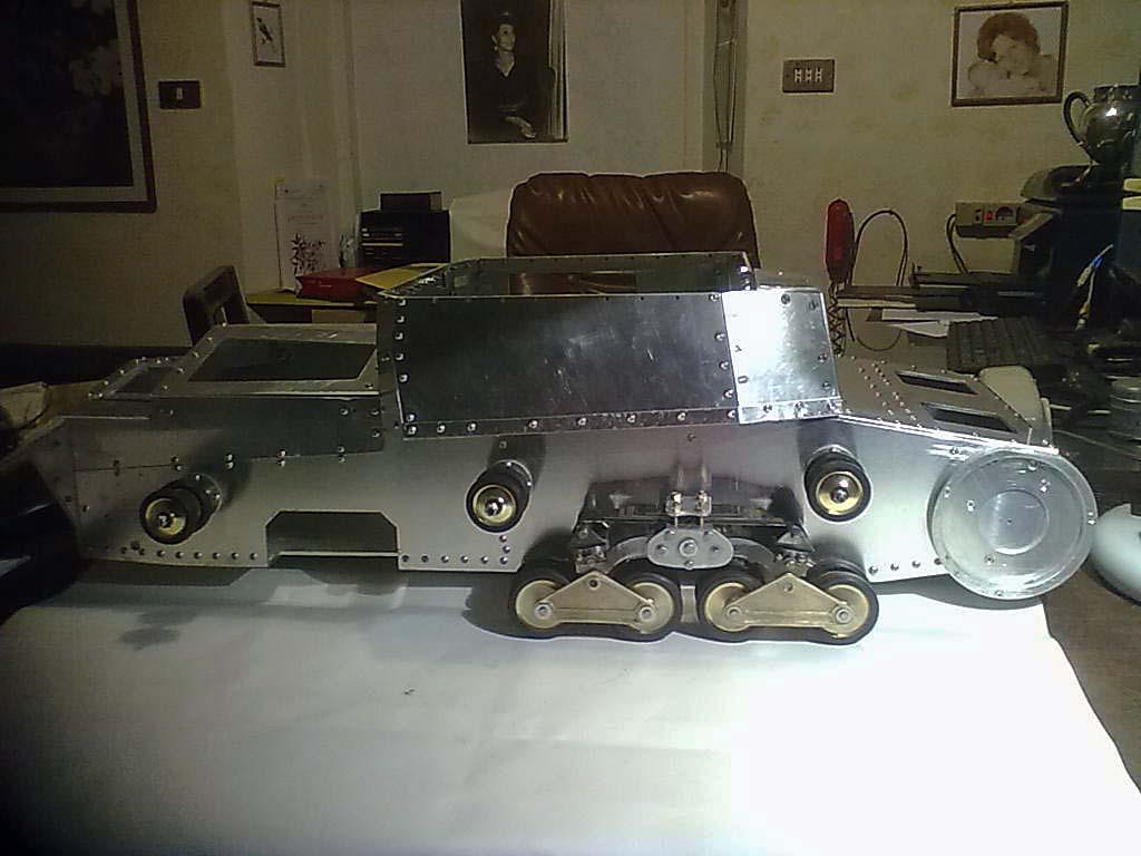 Carro italiano M13/40 scala 1:6 75048110