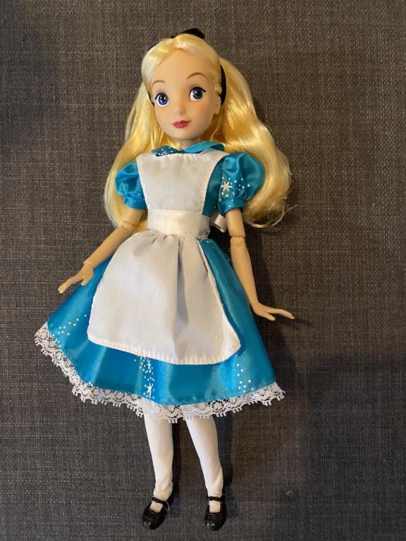 Les poupées classiques du Disney Store et des Parcs - Page 29 Img_2611