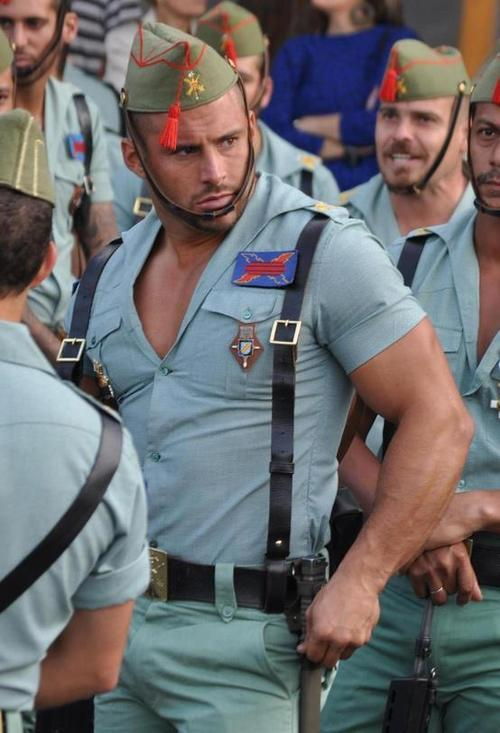 25 Hottest Military Uniforms Ever Spanis10