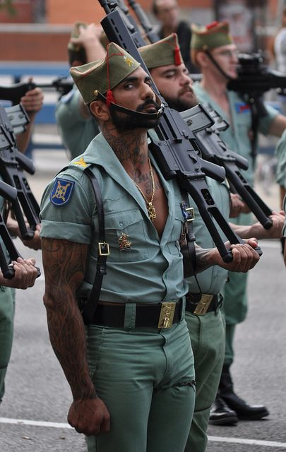 25 Hottest Military Uniforms Ever Spanis12