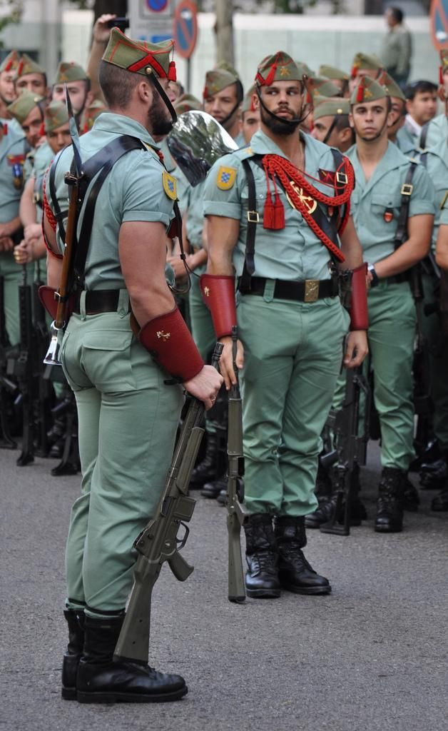 25 Hottest Military Uniforms Ever Spanis13