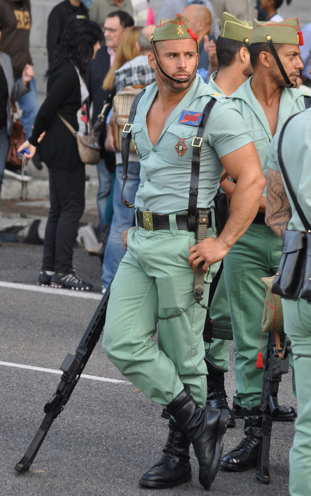25 Hottest Military Uniforms Ever Spanis14
