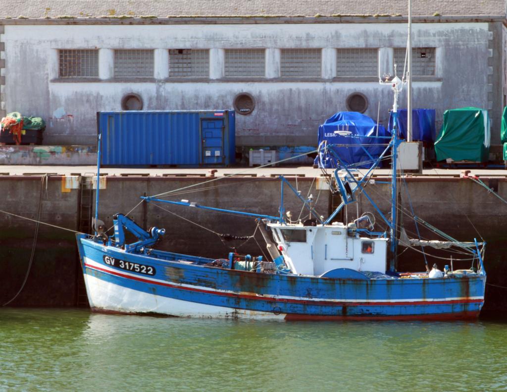[VIE DES PORTS] Quelques bateaux de pêche (sur nos côtes Françaises) - Page 6 Etenda10
