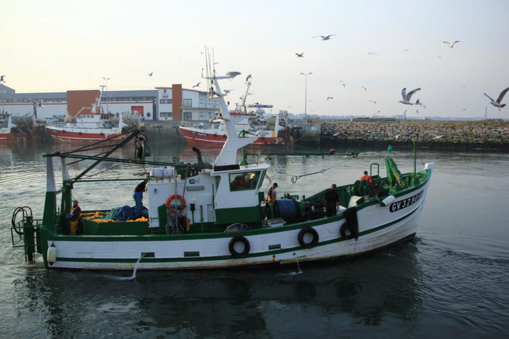 [VIE DES PORTS] Quelques bateaux de pêche (sur nos côtes Françaises) - Page 6 Kan_ar10