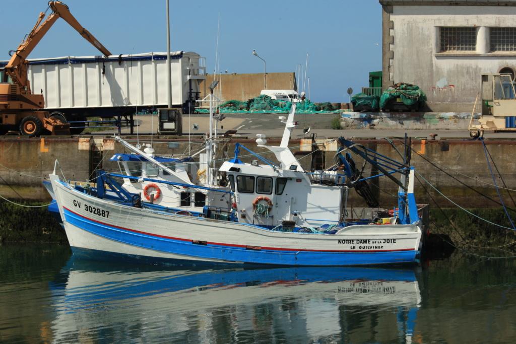 [VIE DES PORTS] Quelques bateaux de pêche (sur nos côtes Françaises) - Page 6 Notre_10
