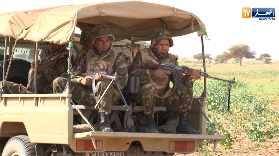 القوات البرية الجزائرية  - صفحة 50 Kiuyiu10