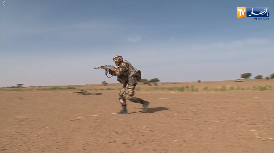 القوات البرية الجزائرية  - صفحة 50 O_ozo10