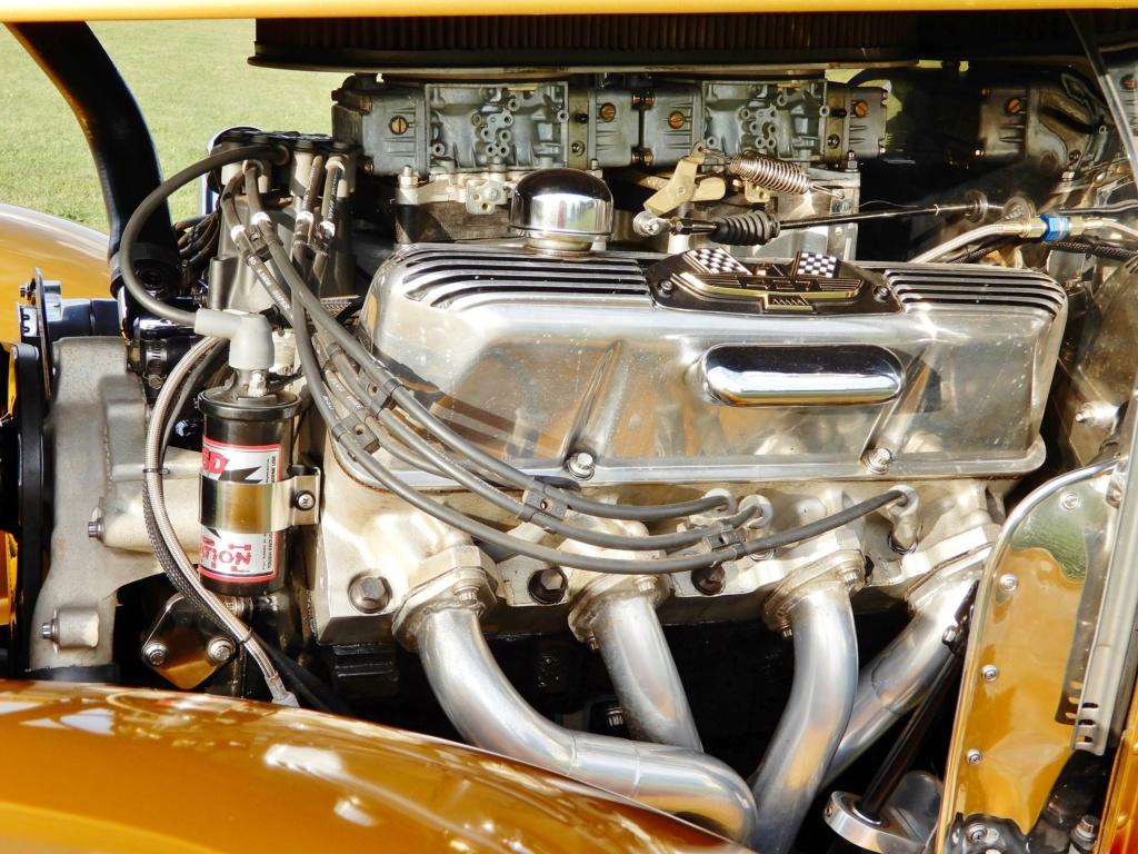 For Sale '32 Ford Sedan Engine10