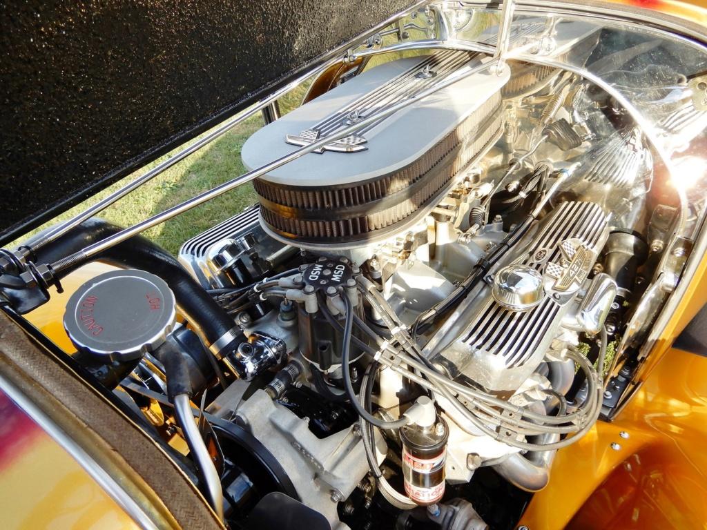 For Sale '32 Ford Sedan Engine11
