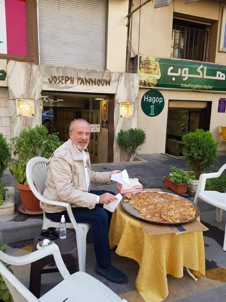 فقط في حلب اخوتنا المسيحين يقدمون الحلوى بعيد المولد النبوي Fb_im337