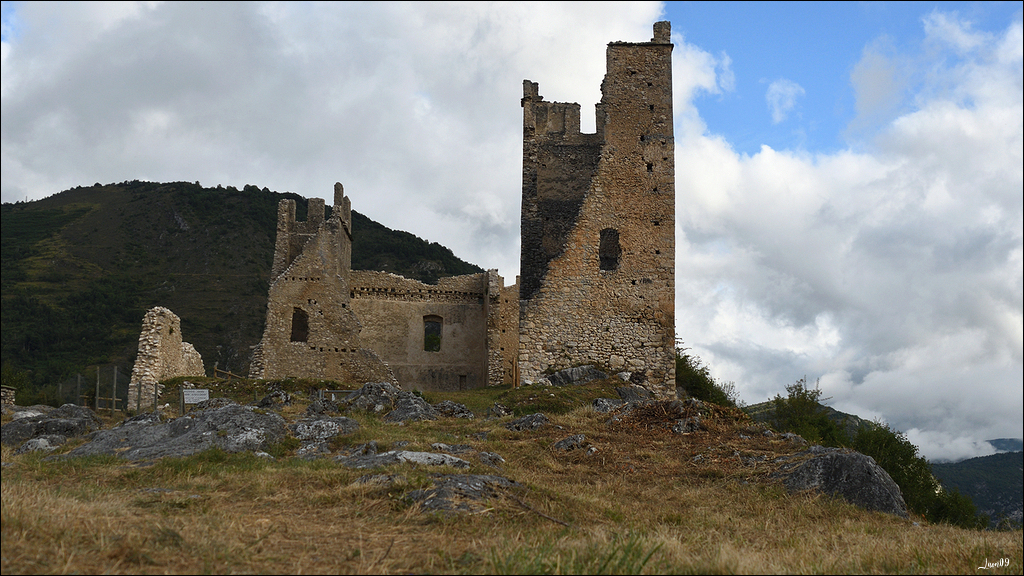 Un rayon de soleil sur le château Lmb_7014