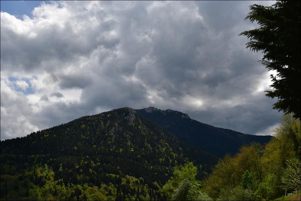 Ciel d'orage sur Montségur Lmb_8713