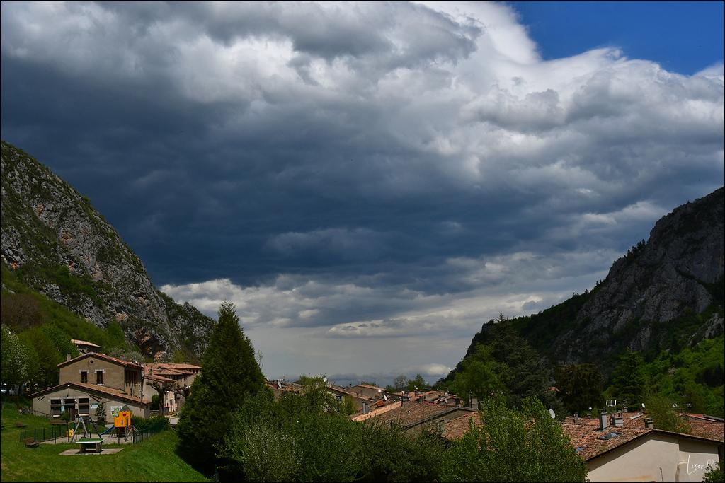 Ciel d'orage sur Montségur Lmb_8714