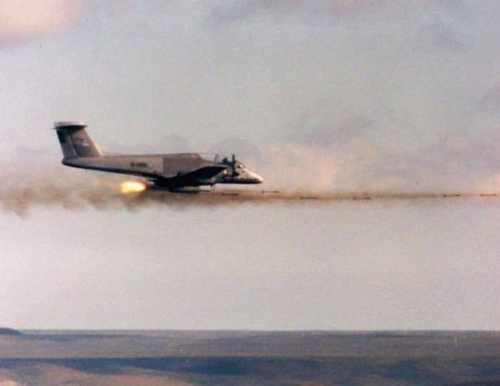 Fotos de la Fuerza Aérea Argentina - Página 4 Puca_f10