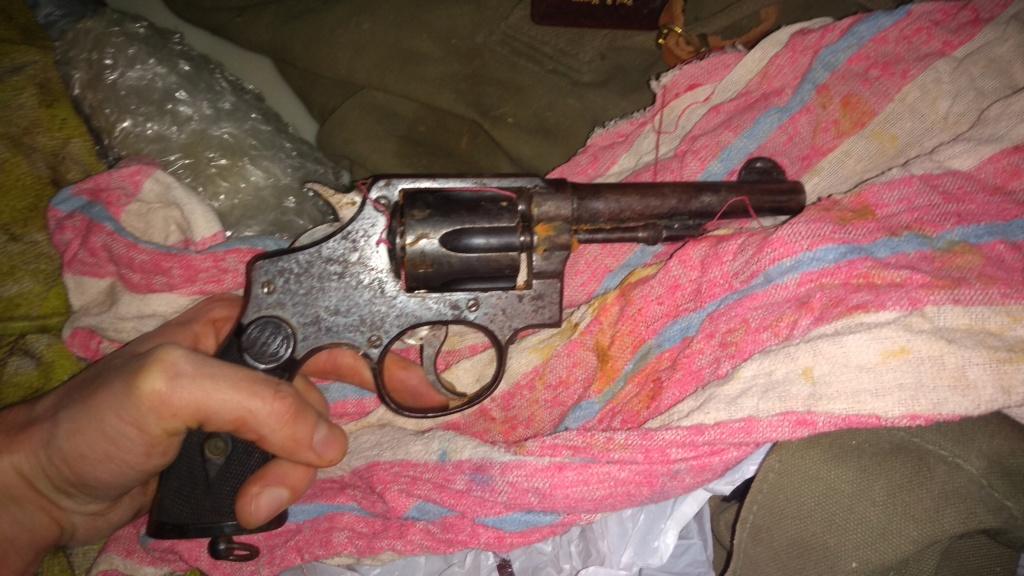 Identification revolver français (?) Img_2022