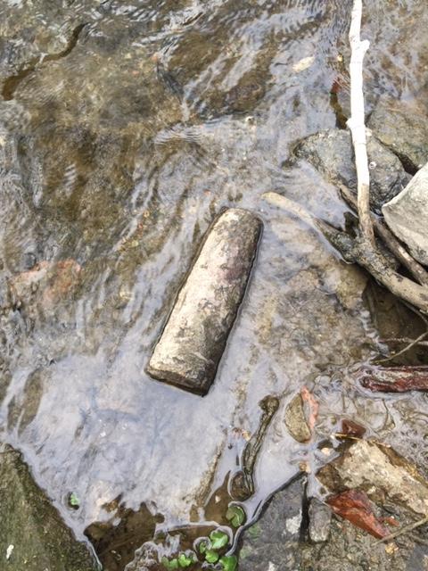 tête d'obus apparue dans un cour d'eau proche de mon domicile Img_7514