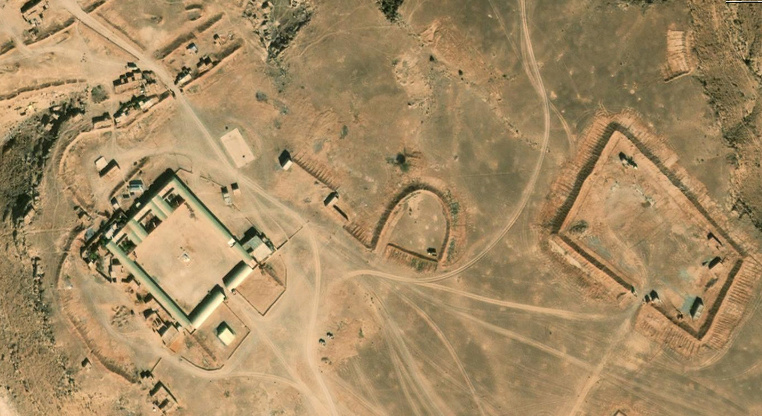 Bases et infrastructures Militaires des FAR / Moroccan Military Bases - Page 5 00211