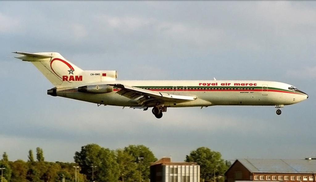 Anciens avions de la RAM - Page 2 Rmo210