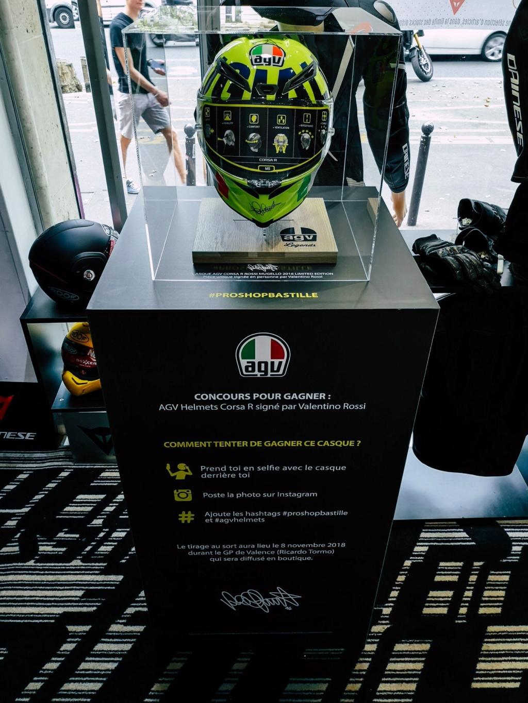 Concours AGV CORSA R signée par Rossi en personne. Prosho10