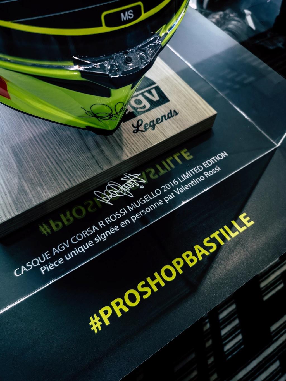 Concours AGV CORSA R signée par Rossi en personne. Prosho13