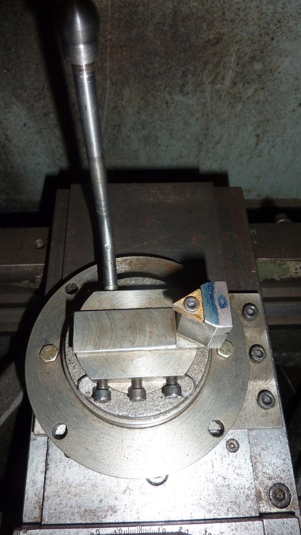 """Un outil """"home made"""" pour tourner les rotules et les sphéres P1120610"""