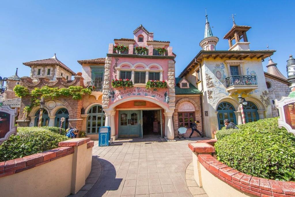 Connaissez vous bien Disneyland Paris? - Page 39 Pizzer10