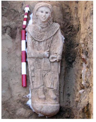 Sarcógrafo com Mulher Mumificada foi Encontrado Entre151
