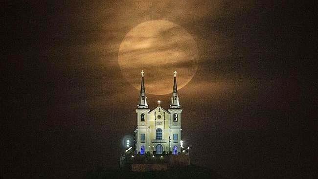 As 9 Melhores Fotos da Super Lua Cheia Entre_96