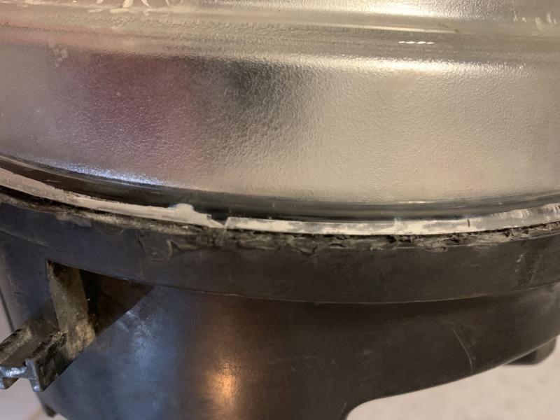 Demontage cache d'ampoule plastique phare avant Cherokee KJ 0008b510