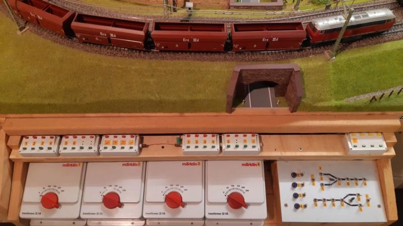 Märklin Analogbahn trifft Karton 20211023