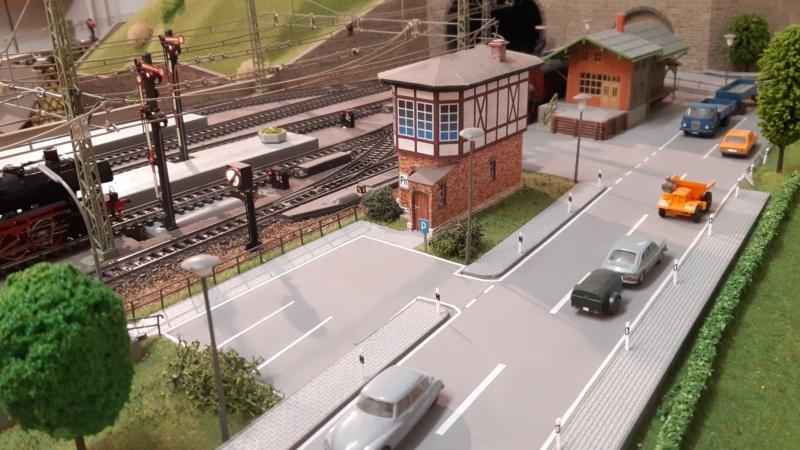 Märklin Analogbahn trifft Karton 20211033