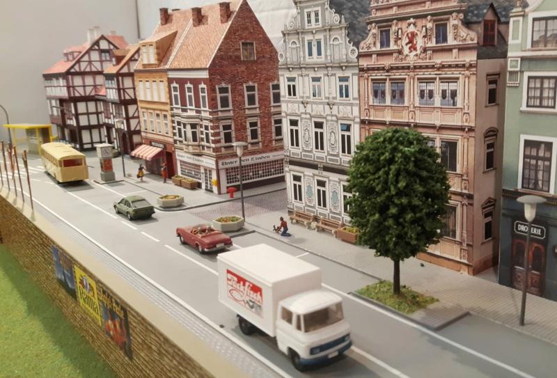 Märklin Analogbahn trifft Karton 20211050